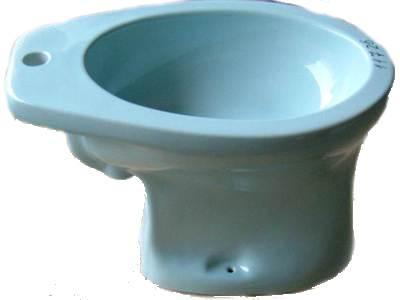 azur Stand-Bidet mit-Krazter-auf-der-Sitzfläche